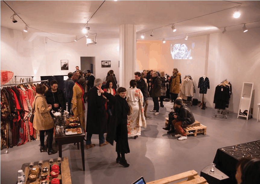 First Studio 183 Pop-up